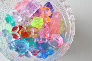 様々な色・形のアクリルアイス